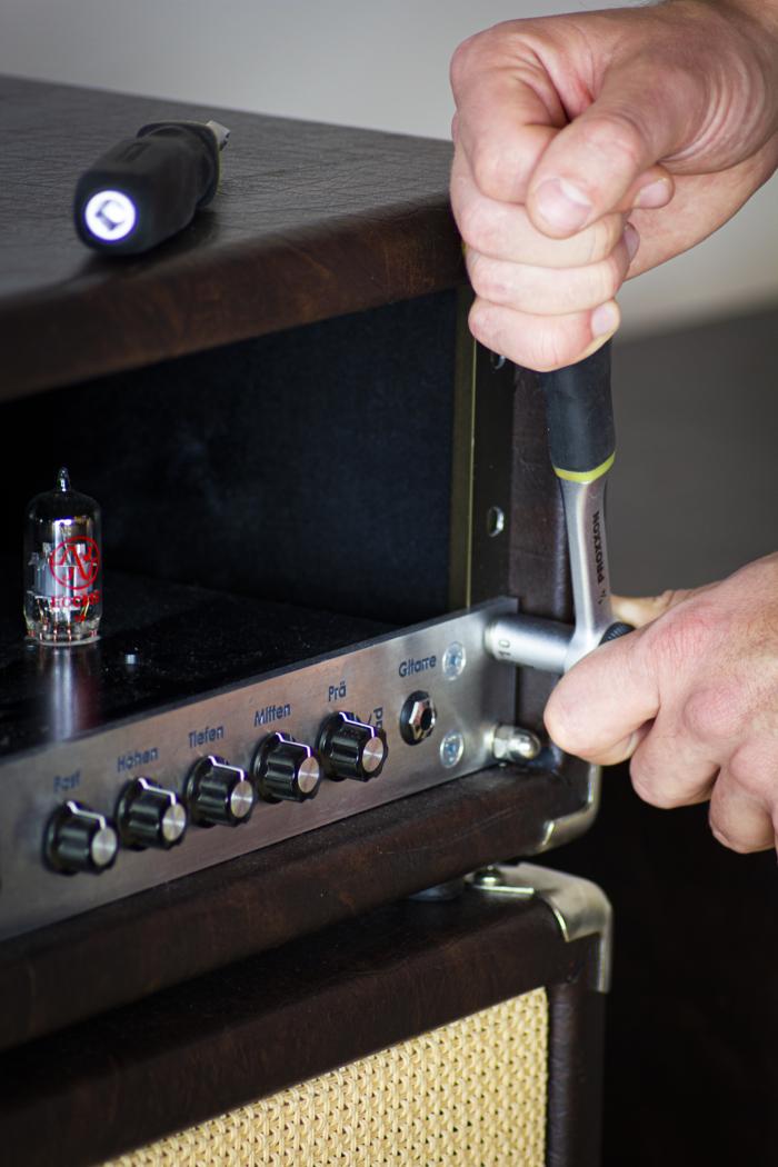 Montage der Frontplatte an einem Rennsau Amp